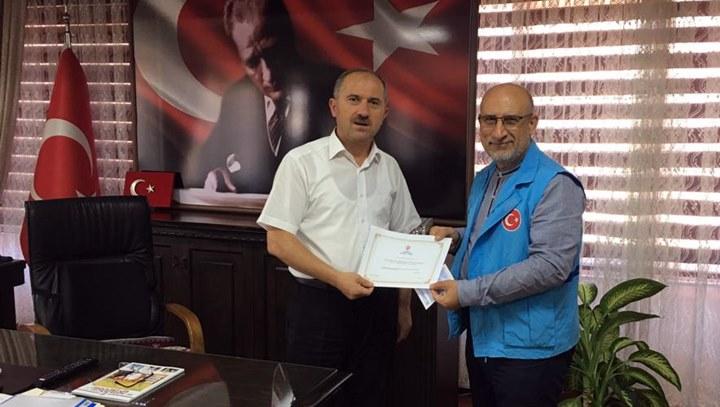 Kaymakam Karamehmetoğlu kurbanını Diyanet Vakfına bağışladı