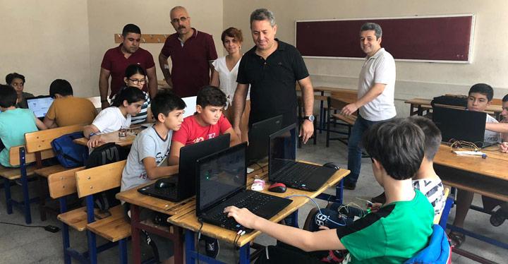Öğrencilere Robotik Kodlama Kursu