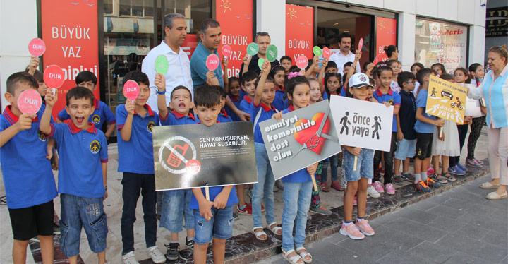 """Kırıkhan'da Öğrencilerden """"Bu yolda hep beraberiz"""" etkinliği"""