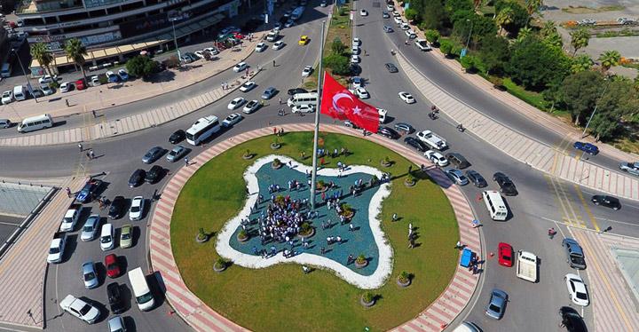 İskenderun'a 8 metrelik Türk bayrağı