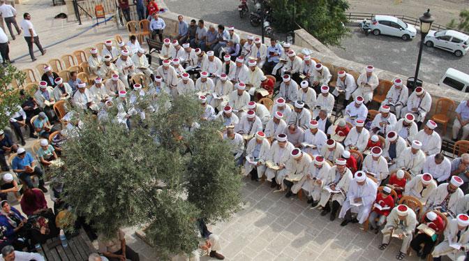 400 İmam ve Hafız Barış Pınarı Harekatı için Fetih süresi okudu