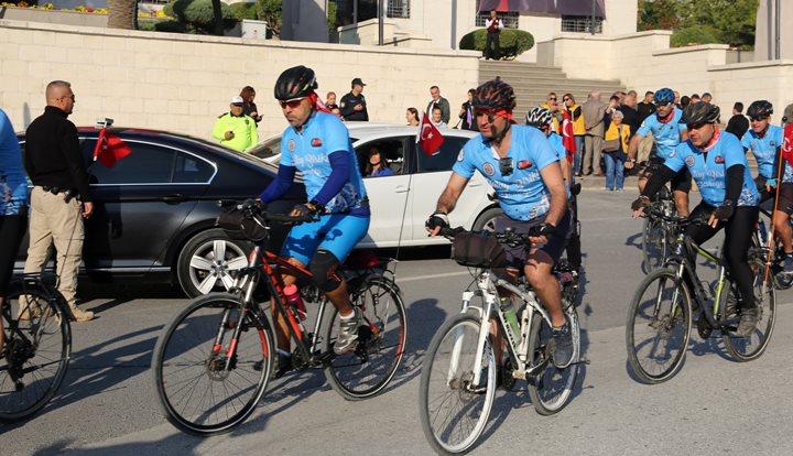 Hataylı Bisiklet Tutkunları Anıtkabir Yolunda