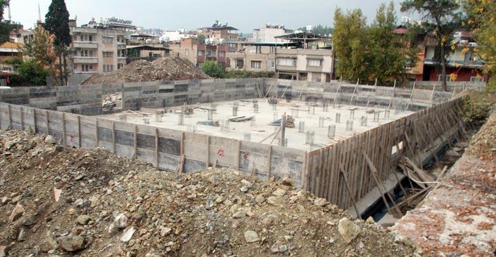 Depreme dayanıksız olduğu için yıkılan okul yerine yeni okul temeli atıldı