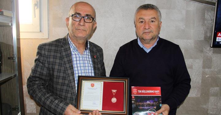 TSKGV'ye bağış yapan hayırsevere madalyası verildi