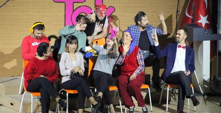 Öğretmenlerden tiyatro gösterisi