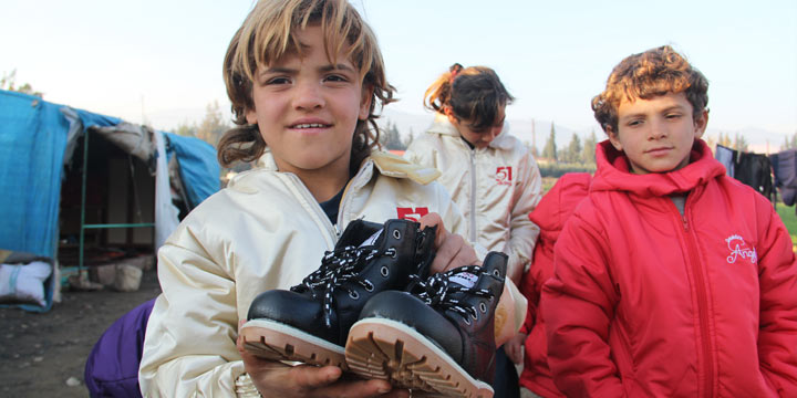 Belçikalı Müslümanlardan Suriyeli çocuklara kışlık kıyafet yardımı