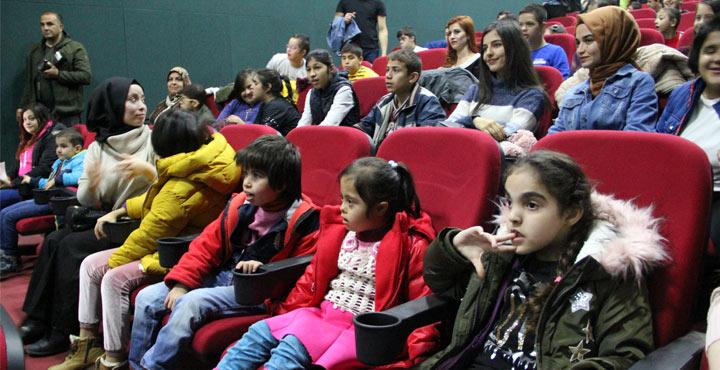 Engelli öğrenciler ilk kez sinemayla tanıştı