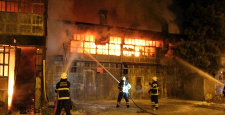 Mobil Fabrikasında çıkan yangın 5 iş yerine sıçradı