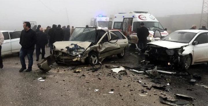 Yoğun sis nedeniyle kaza; 4 yaralı