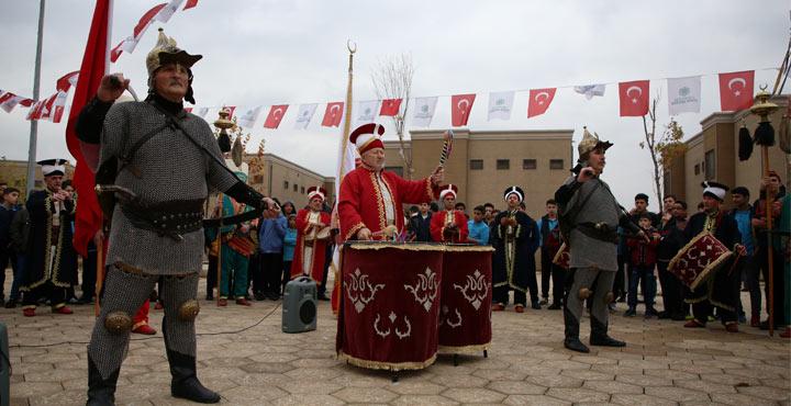 Tarihi İnegöl Mehteri Reyhanlı'da yetimlere konser verdi