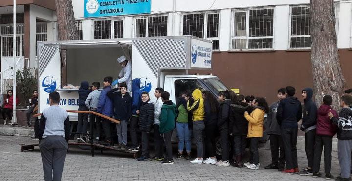 Mobil çorba ekibi sokak sokak geziyor