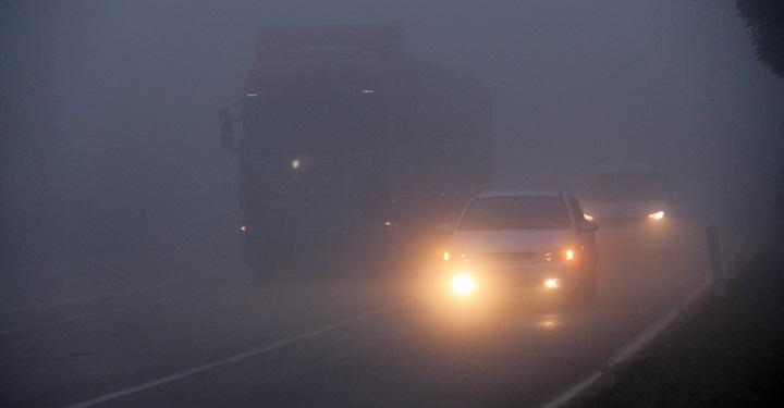 Kırıkhan'da sis görüş mesafesini 10 metreye kadar düşürdü