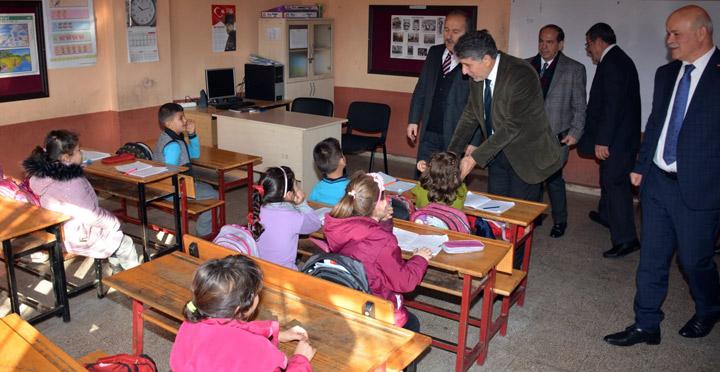 """Kırıkhan'da """"Çocuklar Sevgisiz, Dişler Bakımsız Olmaz"""" Ağız Ve Diş Sağlığı Etkinliği"""
