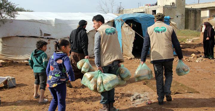 HAYAD Derneğinden Suriyelilere sıcak yemek yardımı