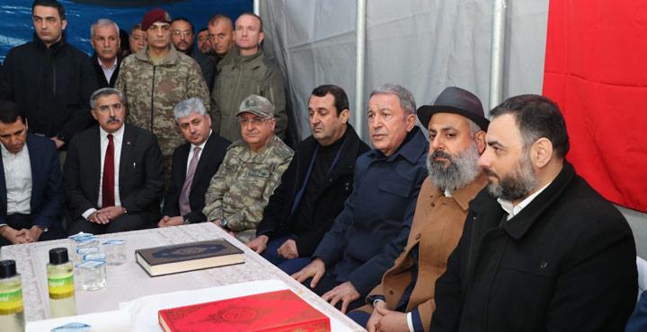 Bakan Akar'dan şehit Fırıncıoğulları'nın ailesine ziyaret