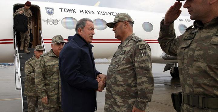 Bakan Akar, sınır hattındaki birliklerde incelemelerde bulunuyor