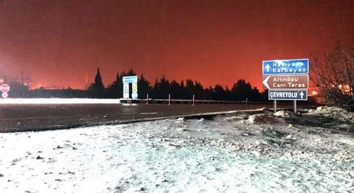 Yoğun kar Antakya-Yayladağı yolunu ulaşıma kapattı