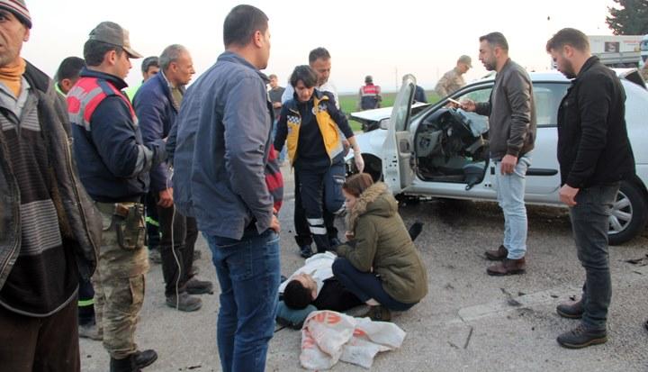 Topboğazı'nda 2 otomobil kafa kafaya çarpıştı; 2 yaralı