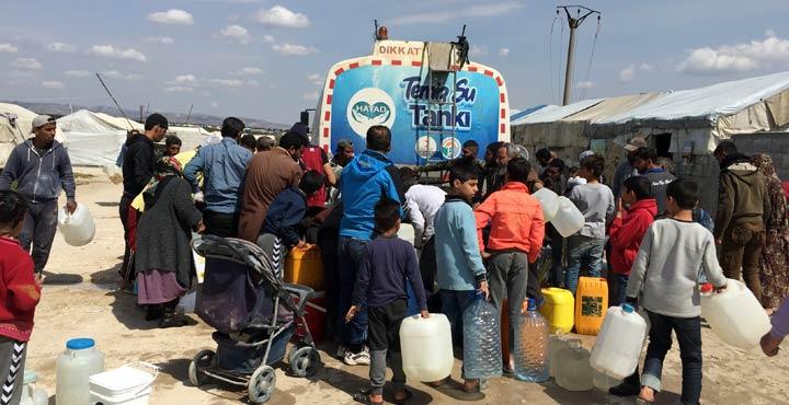 Suriyelilere haftada 100 ton içme suyu yardımı yapılıyor