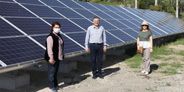 Güneş Enerji Santralinde incelemelerde bulundu
