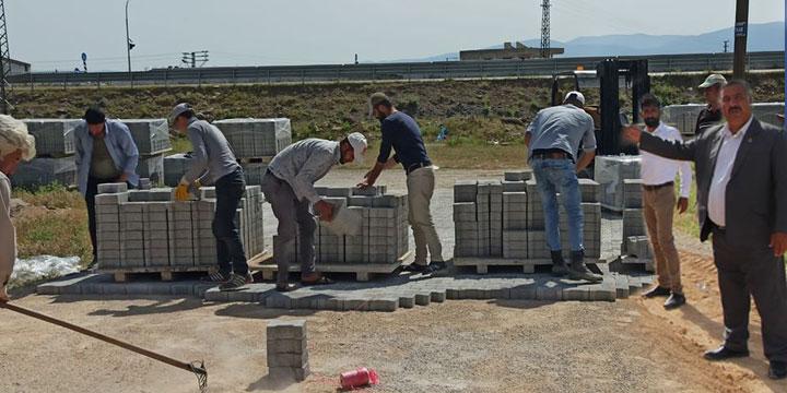 Hassa Belediyesi, Ürettiği Kilit Taşını Yollara Döşüyor