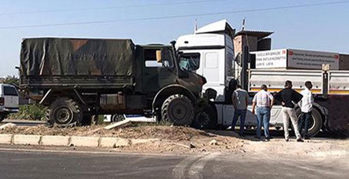 Reyhanlı'da Askeri Araç ile Tır Çarpıştı; 2 Asker Yaralandı