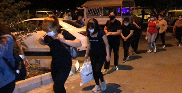 İskenderun'da masaj salonlarına operasyon; 21 gözaltı