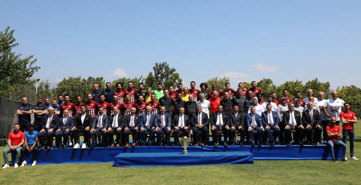 Hatayspor'dan şampiyonluk pozu
