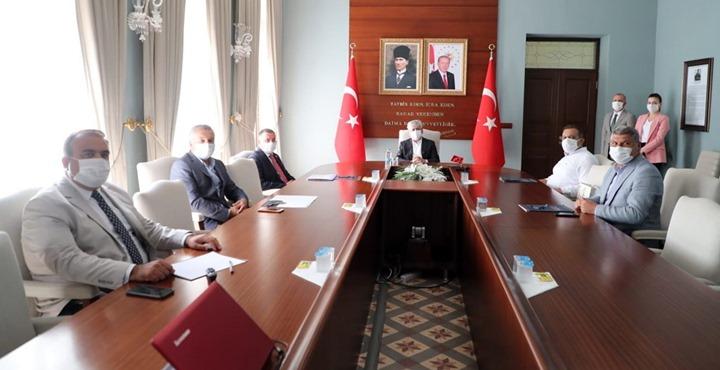 Hatayspor yönetimi Vali Doğan'a yeni yapılacak tesislerle ilgili birifing verdi