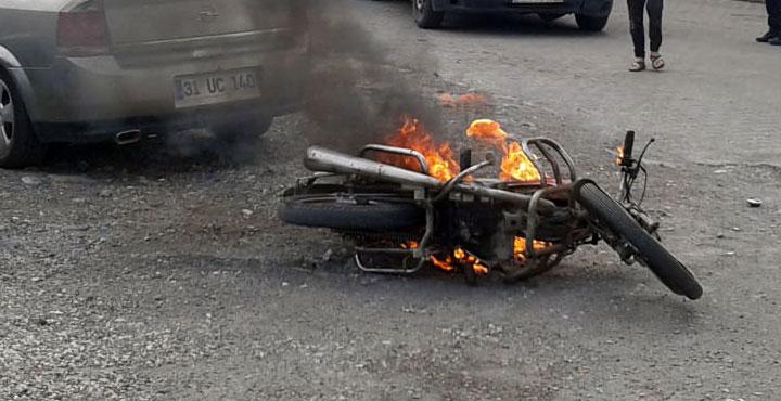 Trafik cezasına kızan adam motorsikletini ateşe verdi