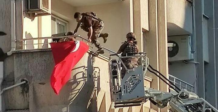 Özel Harekat Polisi Kurtardı
