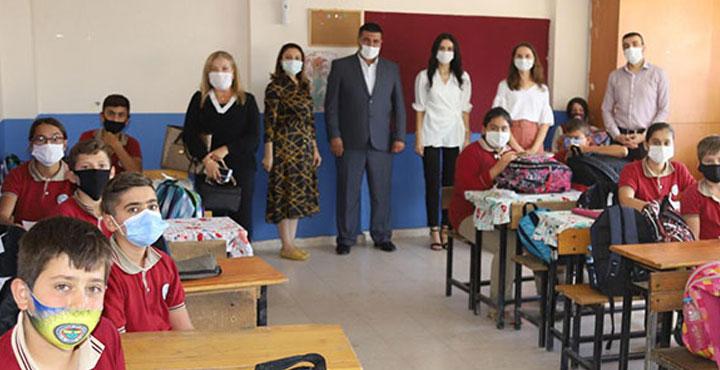 İhtiyaç sahibi 130 öğrenciye kırtasiye yardımı