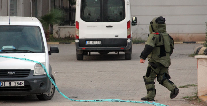 Hatay'da bombalı valiz ihbarı