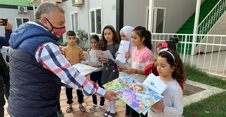 Suriyelilere Covid-19 bilgilendirme broşürü dağıtıldı