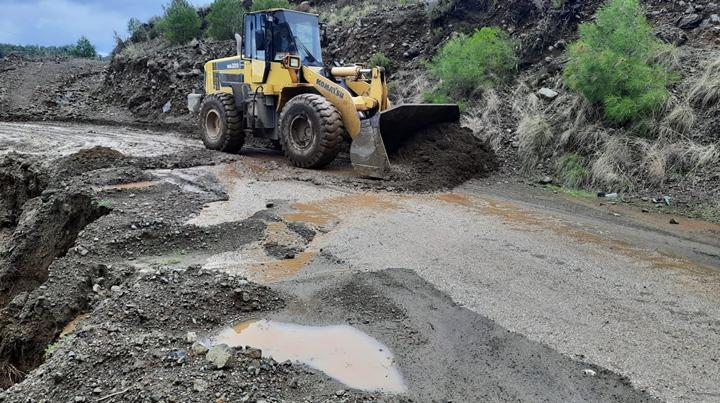 HBB Ekipleri Arsuz'da Kapanan Yollara Anında Müdahale Etti