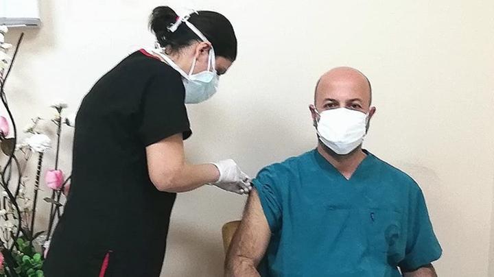 MKÜ Hastanesi'nde İlk Aşı Yapıldı