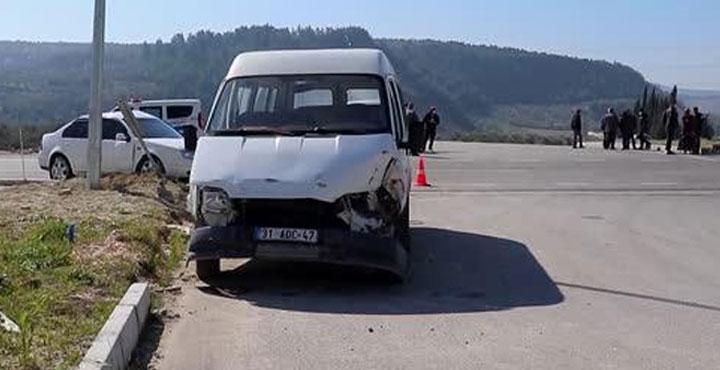 Altınözü'nde Trafik Kazası; 3 Kişi Yaralandı