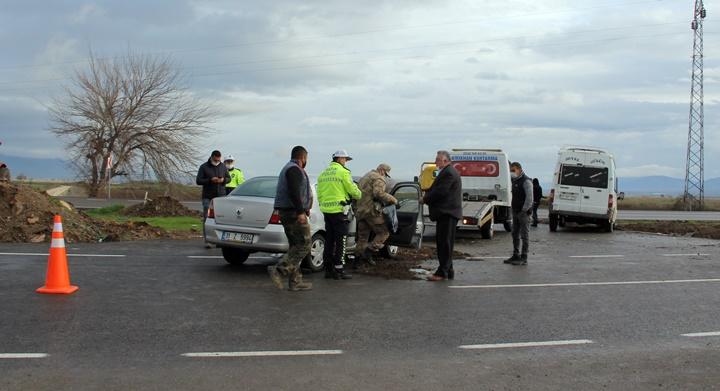 Öğretmenleri taşıyan araç kaza yaptı; 5 yaralı