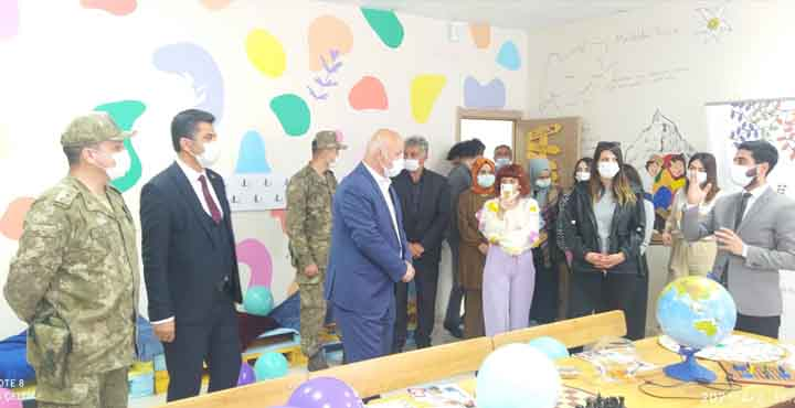 Camuzkışlası İlkokuluna Kütüphane Kazandırıldı