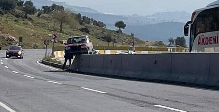 Kıcı'daki Kazada Araç Refüjde Asılı kaldı