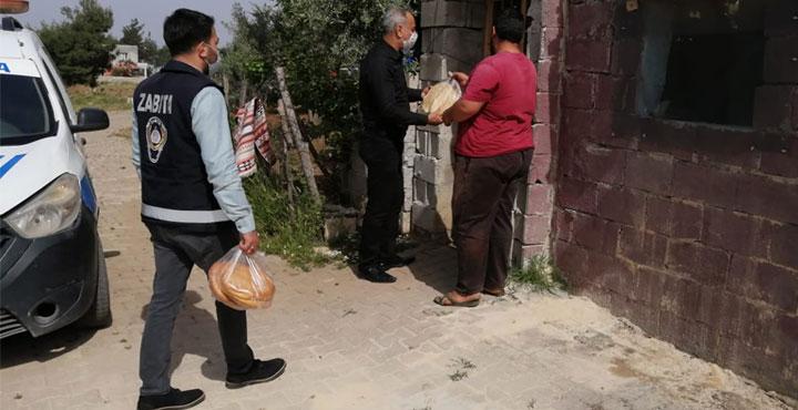Kısıtlama Günlerinde Yaşlılara Ücretsiz Ekmek Dağıtımı