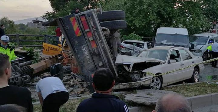 Defne'de feci kaza; 2 ölü, 6 yaralı