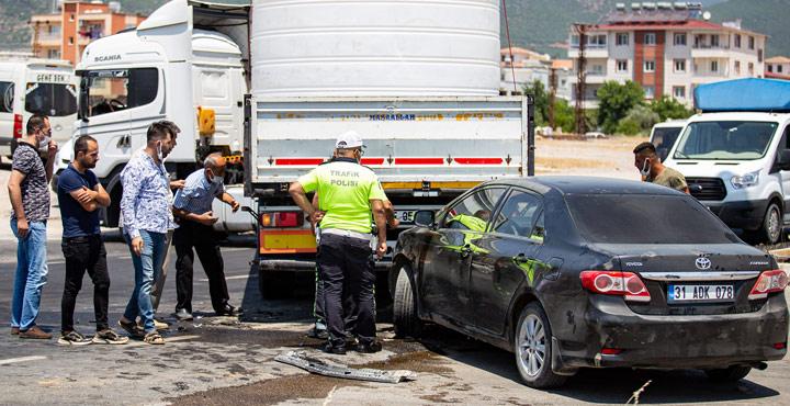 Hassada Trafik Kazası Hafif Hasarla Atlatıldı