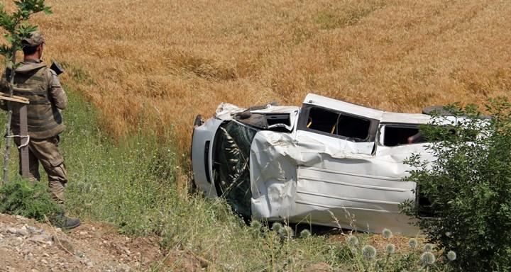 Kırıkhan'da askeri araç devrildi; 3 yaralı