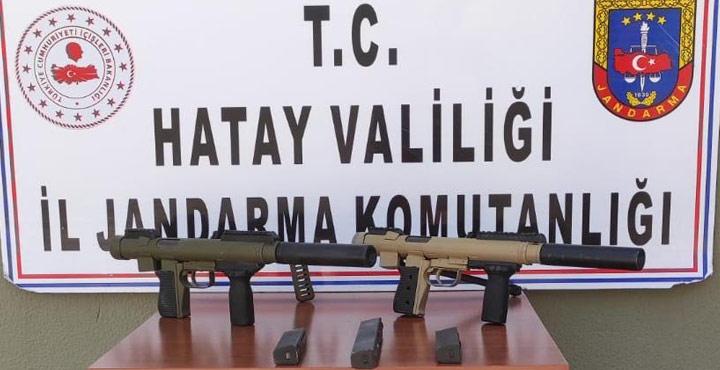 Asi Nehri Kenarında 2 Adet Susturuculu Kaçak Silah Ele Geçirildi