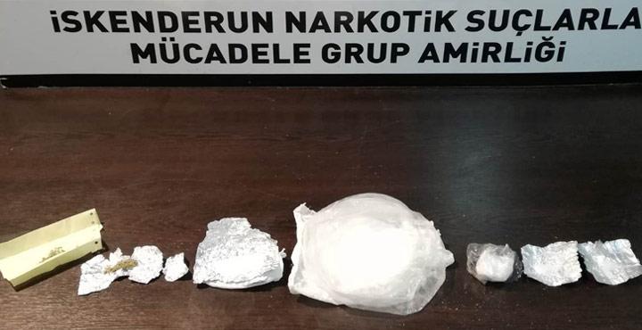 Üzerlerinde ve Araçta Uyuşturucu çıkan 3 Şahıs Tutuklandı