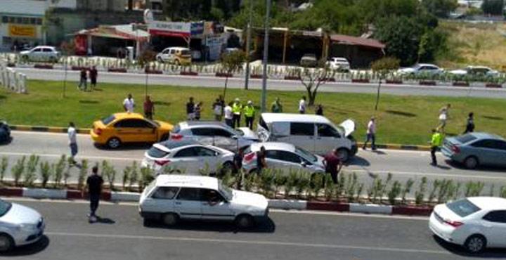 Hatay'daki Zincirleme Trafik Kazasında 8 Kişi Yaralandı