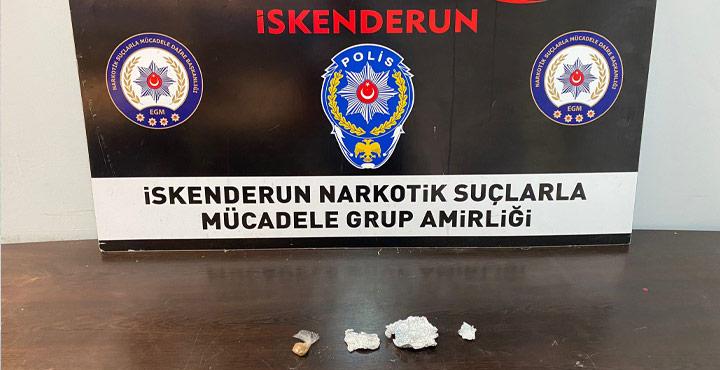 Çeşitli Suçlardan Aranan Şahıs üstünde Uyuşturucuyla Yakalandı