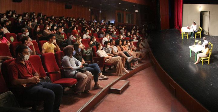 Şehir Tiyatrosu Seyhan'da Büyük Alkış Aldı