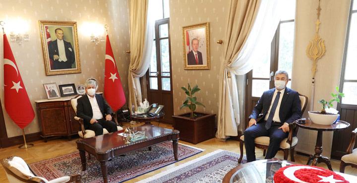 Osmaniye Valisi Yılmaz'dan, Vali Doğan'a Nezaket Ziyareti
